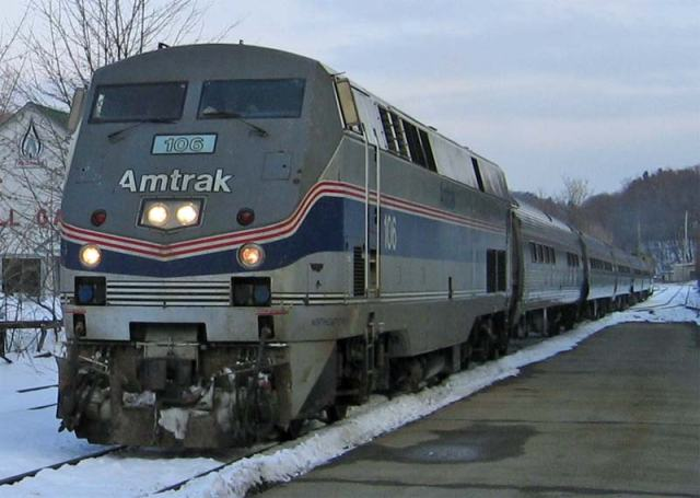 Amtrak_Vermonter_at_Brattleboro_in_2004