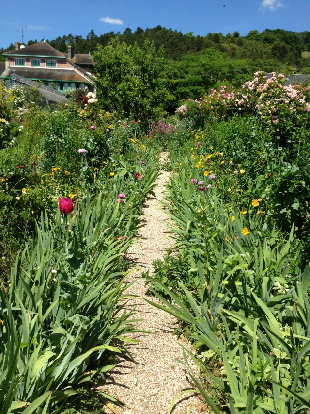 Giverny. Garden path with house in the background085