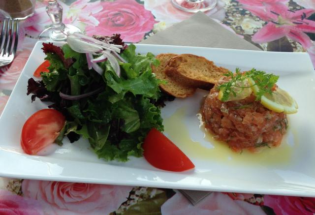 L'Aiguille. My Entree. Saumon Tartare! Heavenly!