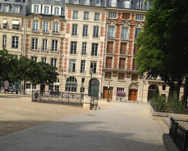 Paris. Place Dauphine.empty during the heat
