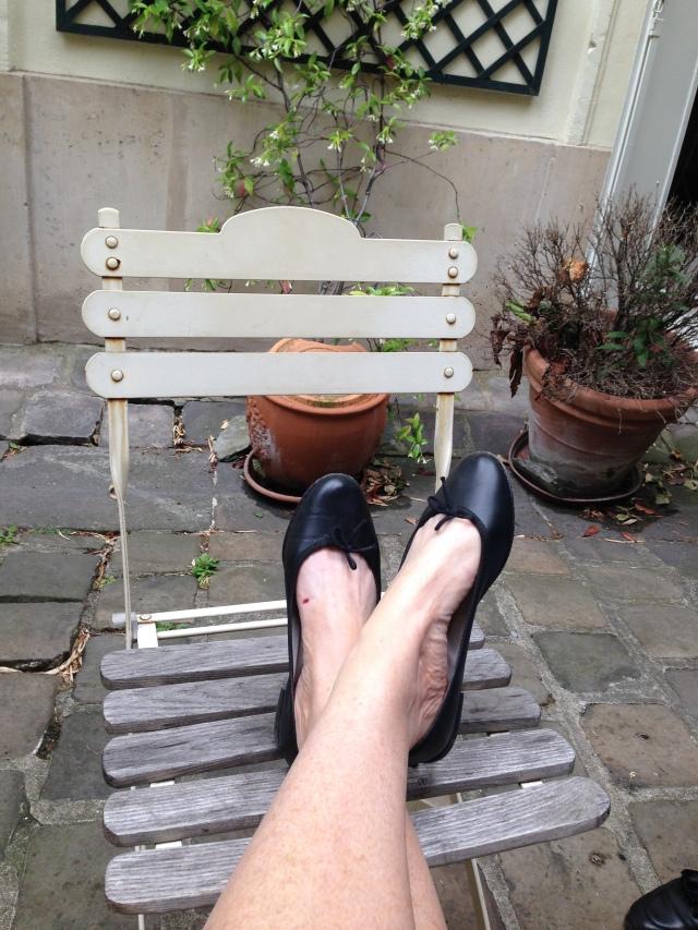 Paris. Zazi Films. Resting my feetsies