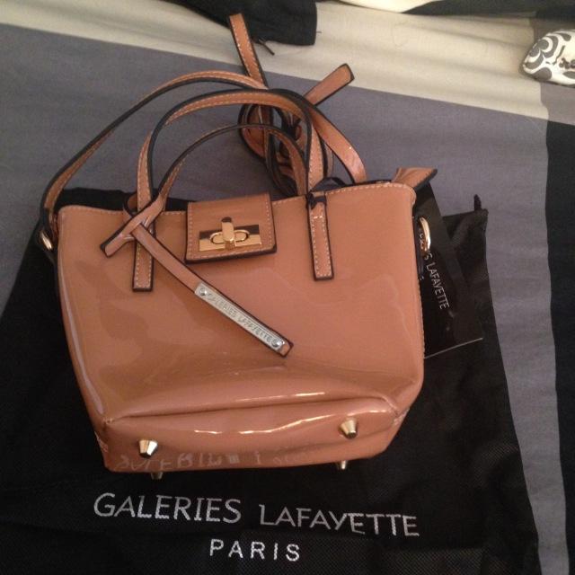 Shopping Cross Body Bag for Oona.