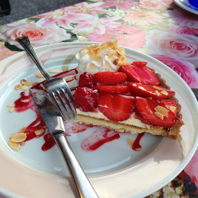 L'Aiguille. Strawberry Tart. Vincent was in love!
