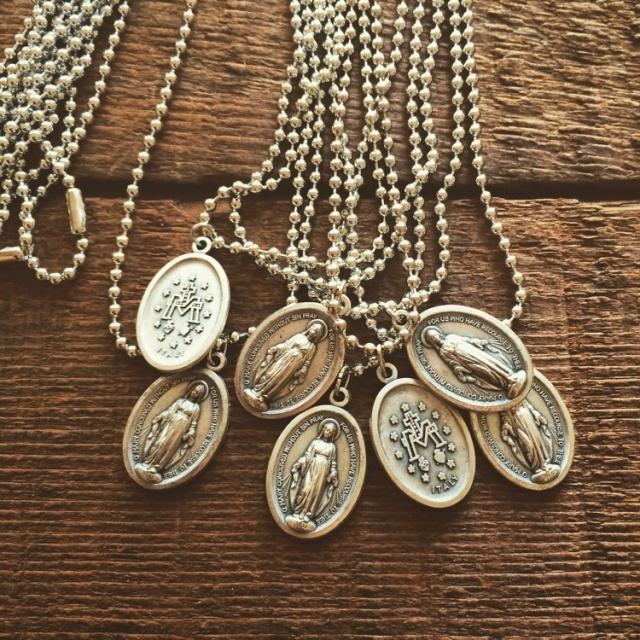 Necklaces-MiraculousMedal-Small-Silver-1Fx750_8