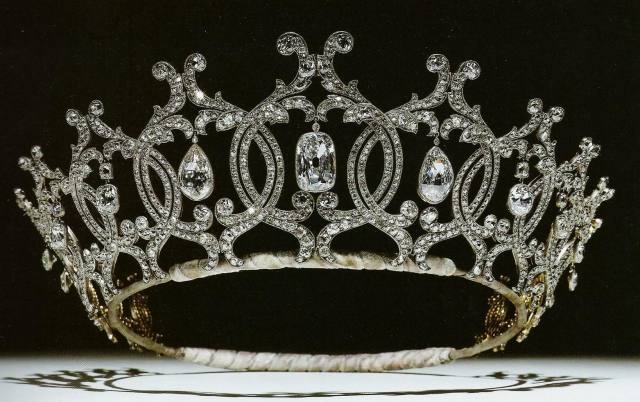 portland-tiara-1902-by-cartier-for-winifred-duchess-of-portland