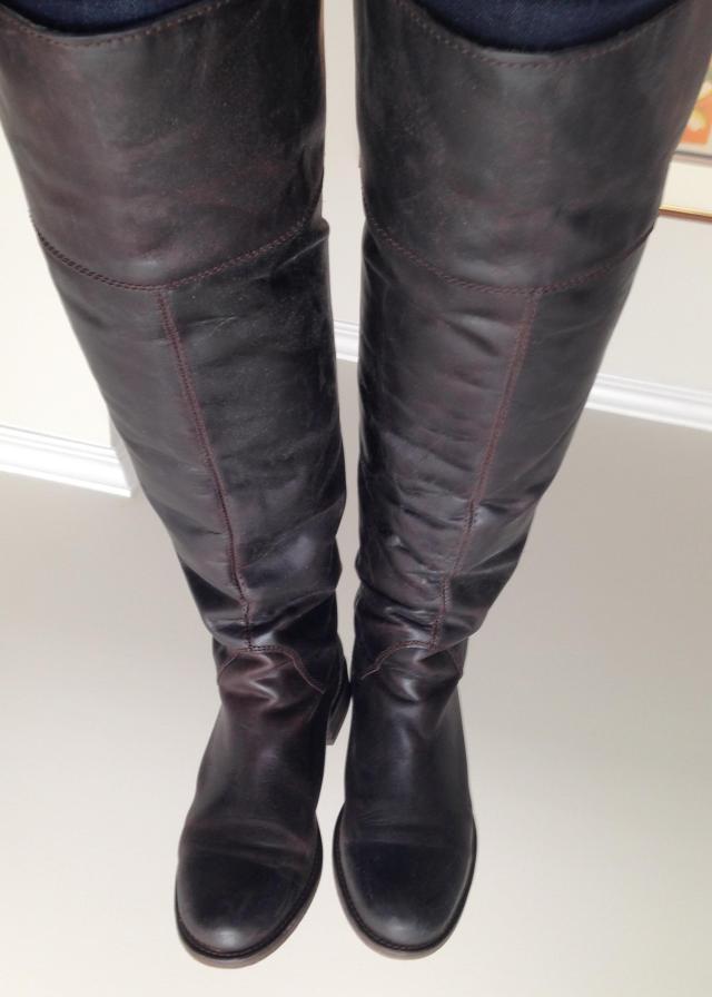 Hinge boots
