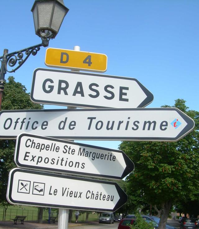 Cabris. Sign. Directions.