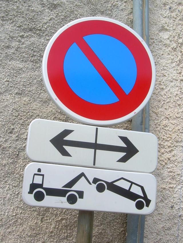Cabris. Tow away sign