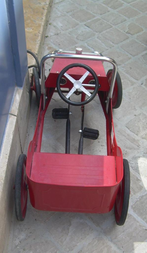 Chartres. Little toy car in ville