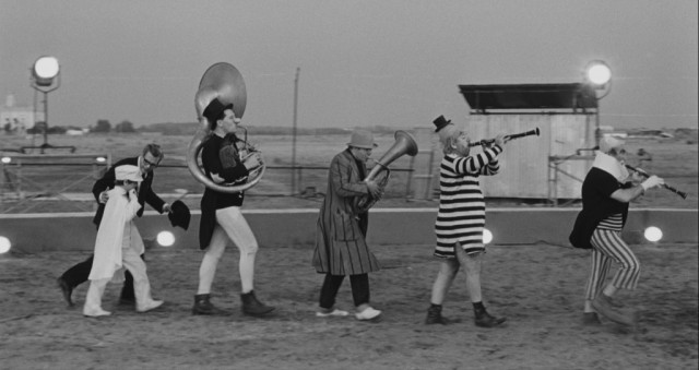 Fellini clowns
