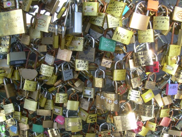 Paris. Lovelocks