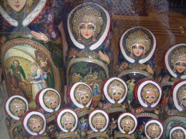 Paris. Russian stack dolls.