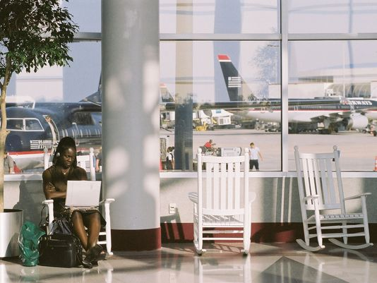 charlotte-douglas-international-airport-rocking-chairs-4_3