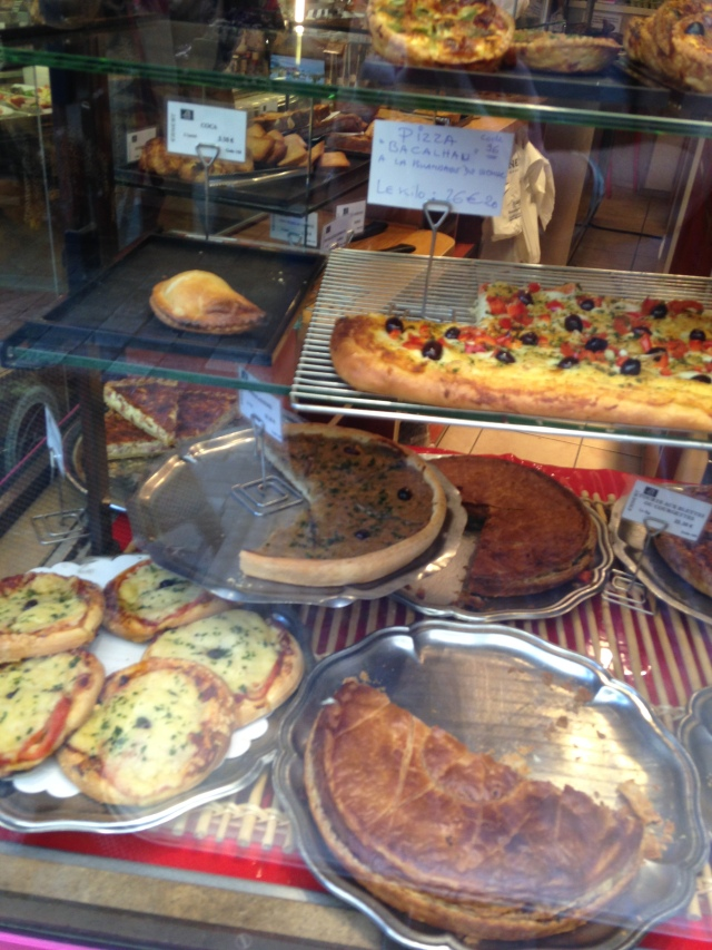 Cannes. Ernest window of food. GOLD