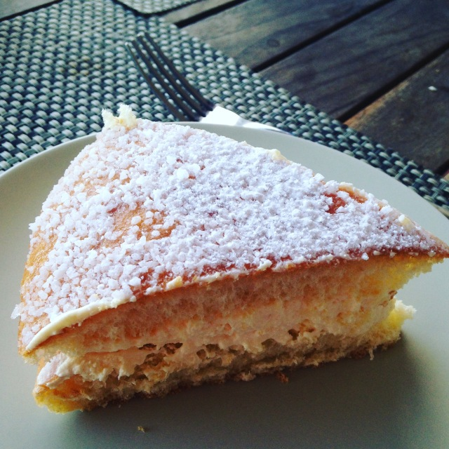 Food. Tarte Tropezienne. GOLD