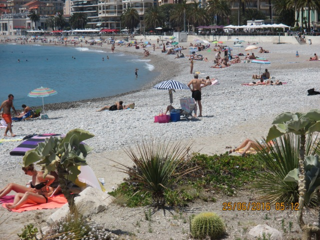 Menton. Bathers on the beach.