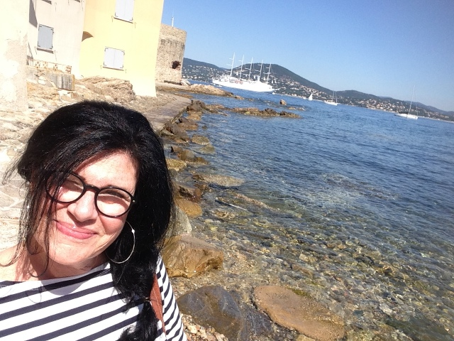 St. Tropez. First visit. OOTD striped shirt white shorts old tropeziennes. I'm at La Ponche