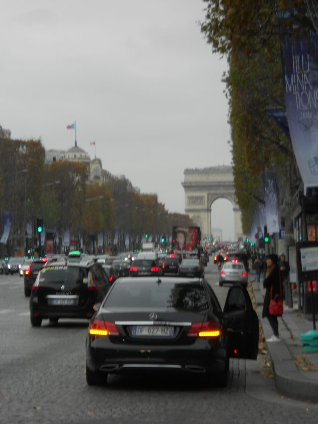 champs-elysee-in-the-cold