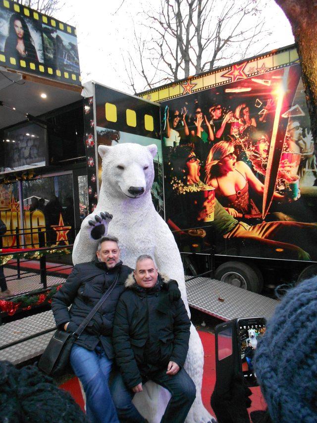 christmas-marche-men-on-polar-bear