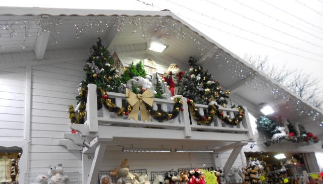 christmas-marche-santa-on-the-balcony