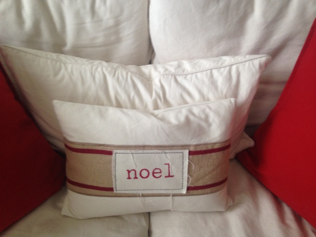 living-room-sofa-1-noel-pillow