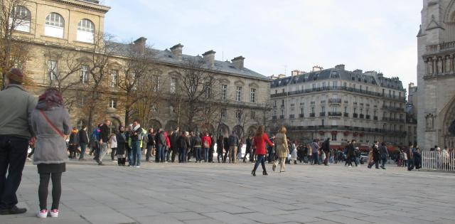 sunday-morning-line-to-get-into-notre-dame
