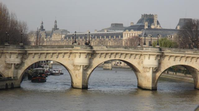 sunday-morning-pont-neuf-close-up