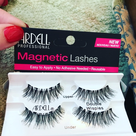 6baa6a947f3 First of all, the set contains on pair of upper lashes and a pair of lower  lashes. Your natural lashes will be sandwiched between the upper and lowers.